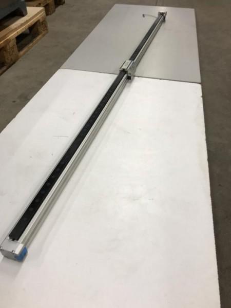 Linearantrieb, kolbenstangenloser Pneumatikzylinder