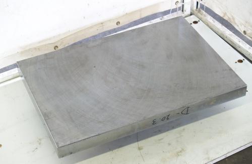 Stahlplatte mit geschliffener Oberfläche