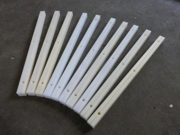 10 Stück Anschlagleisten, Kunststoffleisten, Rohmaterial vermutlich PA = Polyamid oder POM Kunststof