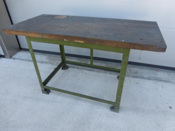 Werkbank, Werktisch mit Metallunterbau