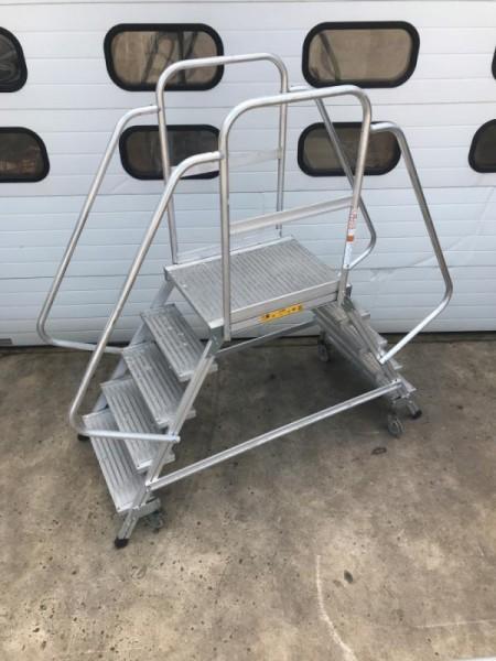 Fahrbare Podestleiter, Plattformtreppe